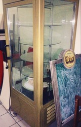Продам вертикальную кондитерскую витрину бу для кафе,  баров,  ресторано